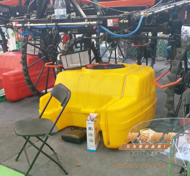 自走座椅式滚塑农药箱